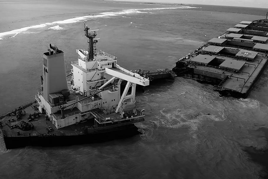 الاستجابة للانسكاب النفطي وإدارة نفايات النفط والتربة الملوثة الناتجة عن حادث انسكاب النفط من سفينة MV WAKASHIO الذي حدث في الساحل من POINTE D'ESNY (جنوب موريشيوس)